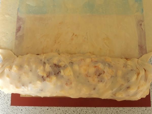 Штрудель рецепт - заворачиваем начинку