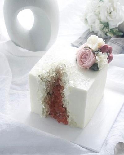 торт с кристаллами | Тренды дизайна тортов 2018-2019 | Блог | Торт на заказ