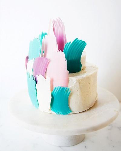 торт с перьями | Тренды дизайна тортов 2018-2019 | Блог | Торт на заказ