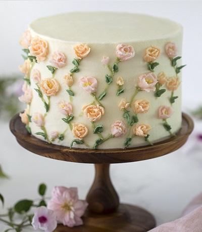 торт с сахарными цветами | Тренды дизайна тортов 2018-2019 | Блог | Торт на заказ