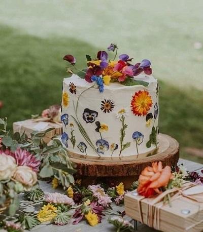 торт со съедобными цветами | Тренды дизайна тортов 2018-2019 | Блог | Торт на заказ
