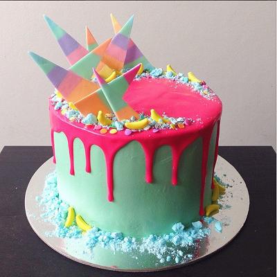 торт украшенный осколками | Тренды дизайна тортов 2018-2019 | Блог | Торт на заказ
