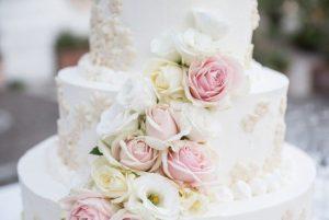 Свадебный торт с цветами | Заказать свадебный торт во Львове